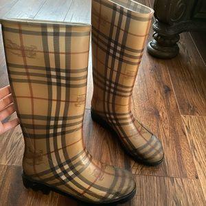 Shoes - Burberry rain boots